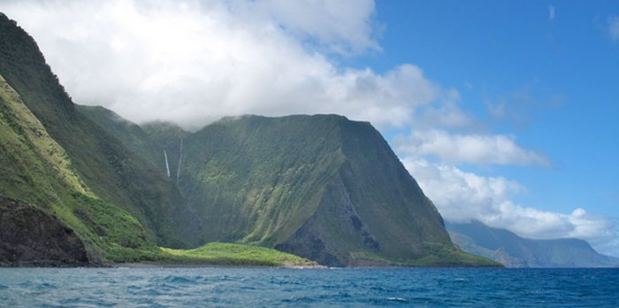 Molokai North Shore | Photo © Heidi Chang